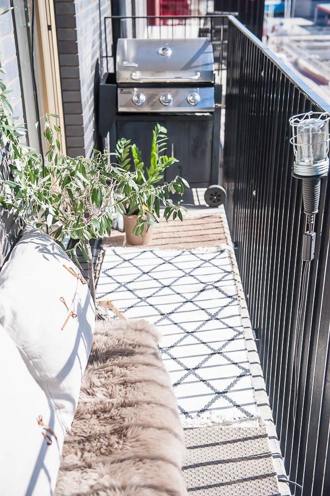 Balkong intill kök och vardagsrum