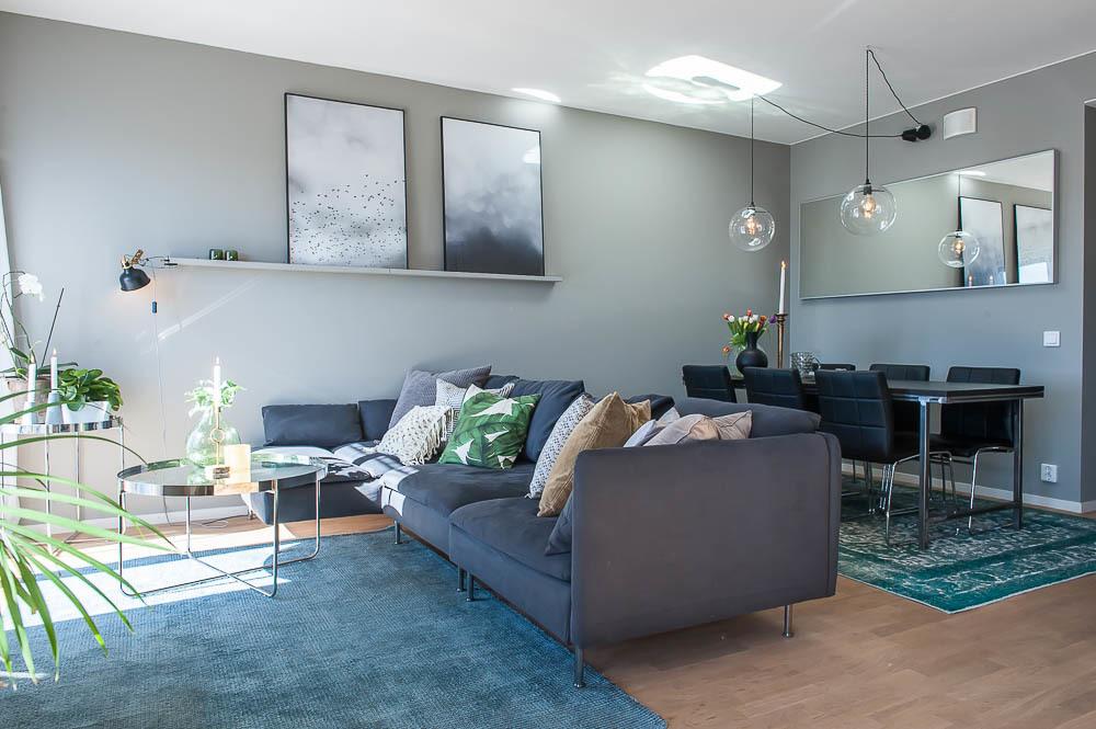 Vardagsrum med plats för stor soffa