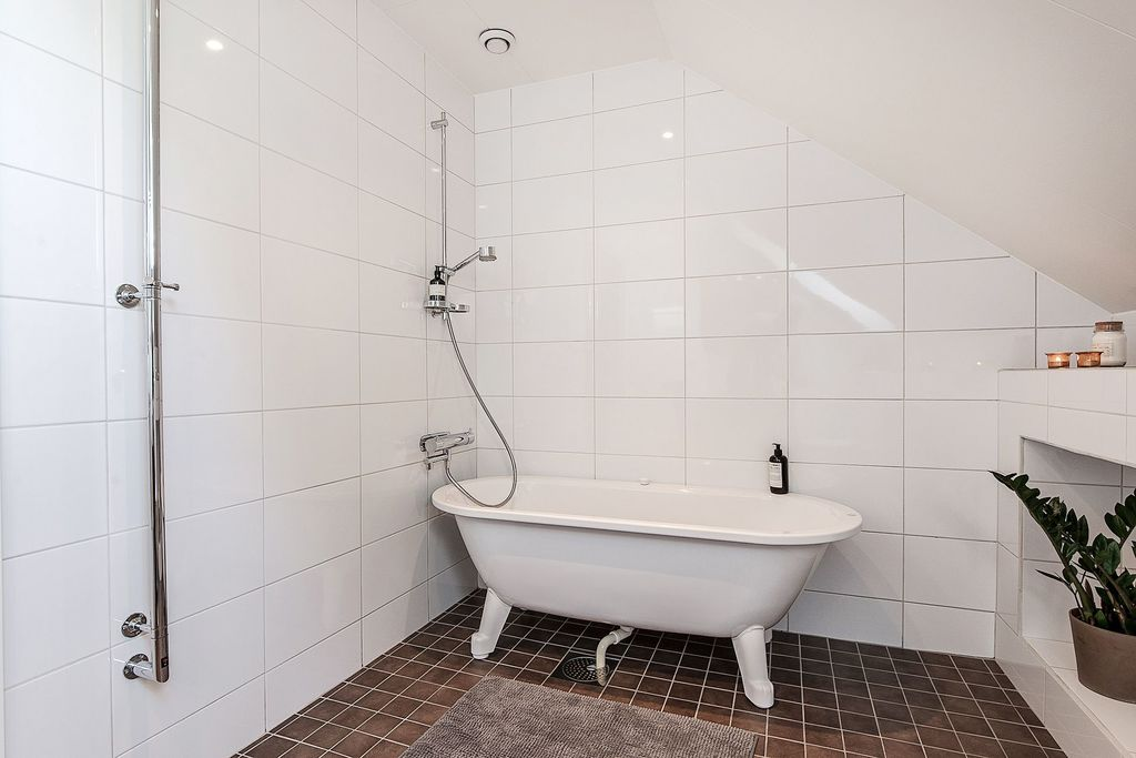 Badkar i det övre badrummet