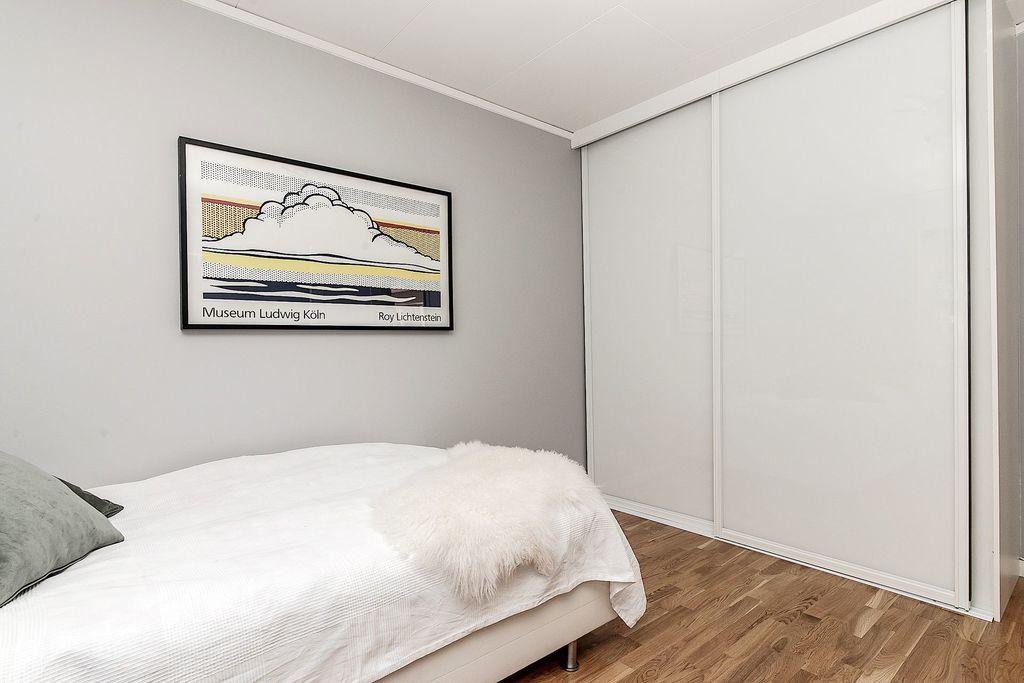 Sovrummet har dubbla garderober