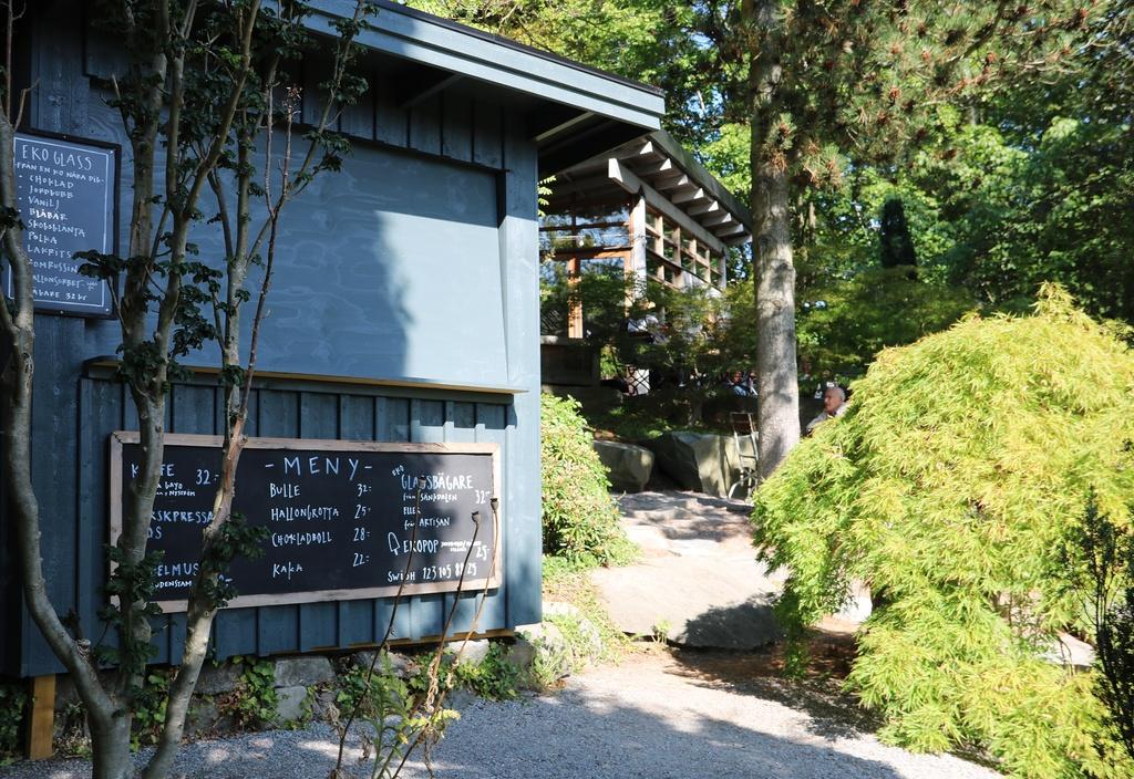 Underbart café på Zetas trädgård