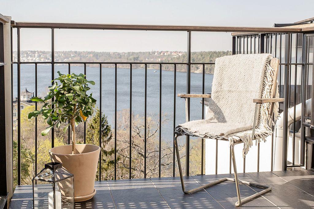 Närbild på den övre balkongen