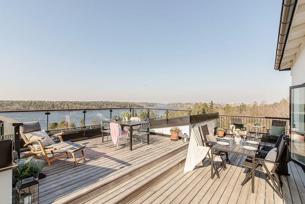 Fantastisk terrass med milsvid utsikt över Mälaren och Stockholm