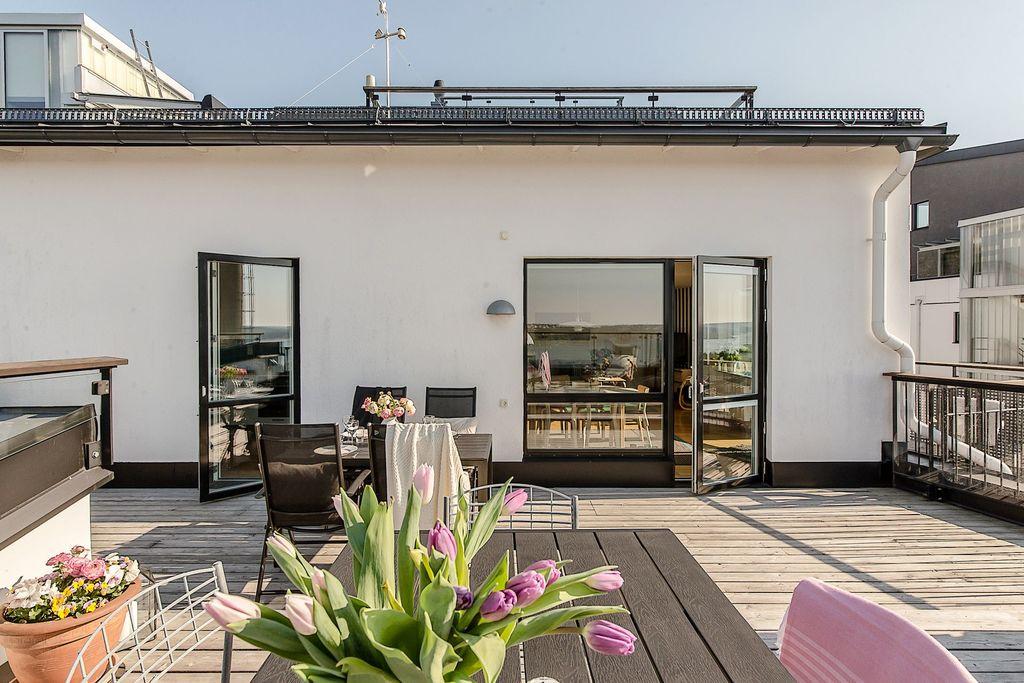 Vy från terrassen mot lägenheten
