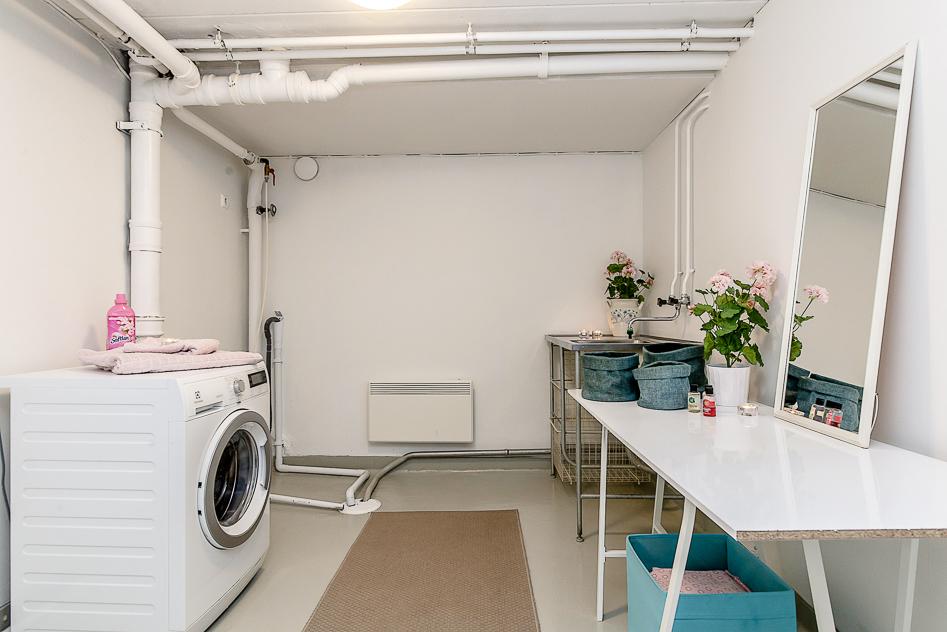 Stor tvättstuga på entréplan