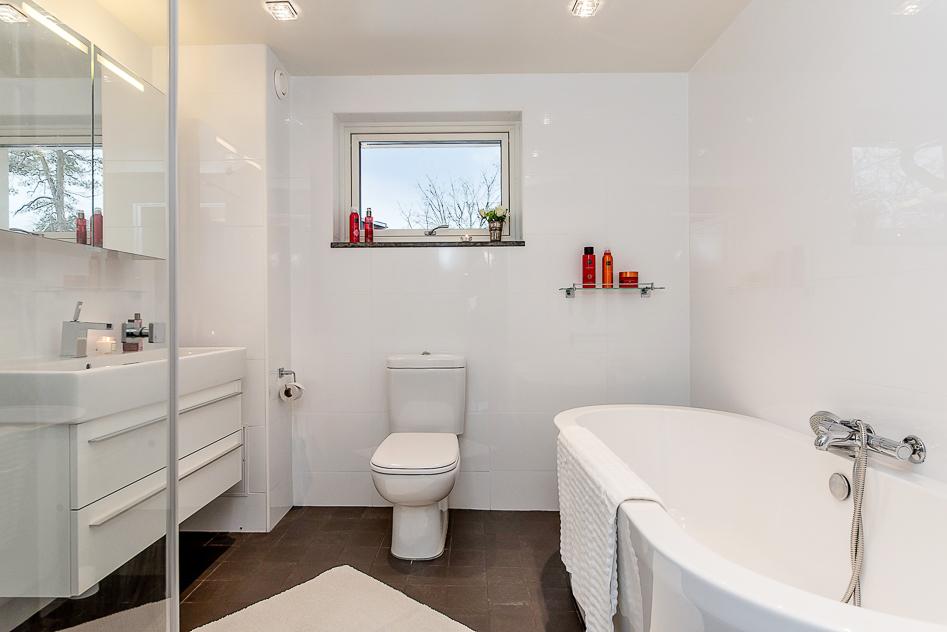 Det övre badrummet har en känsla av lyx