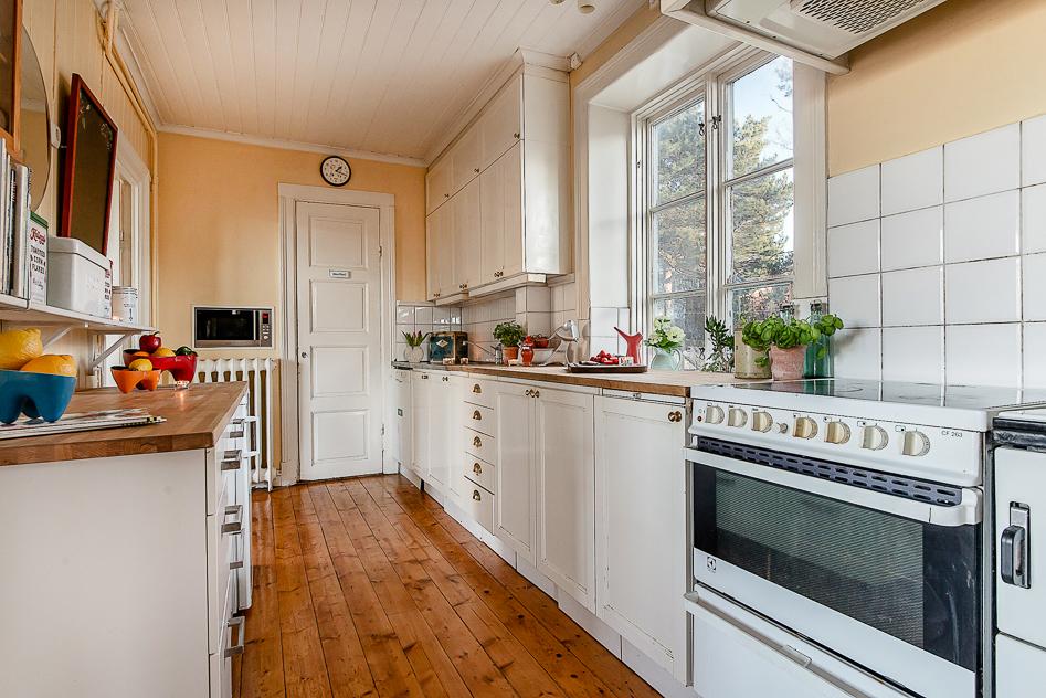 Kök med vy från vardagsrummet
