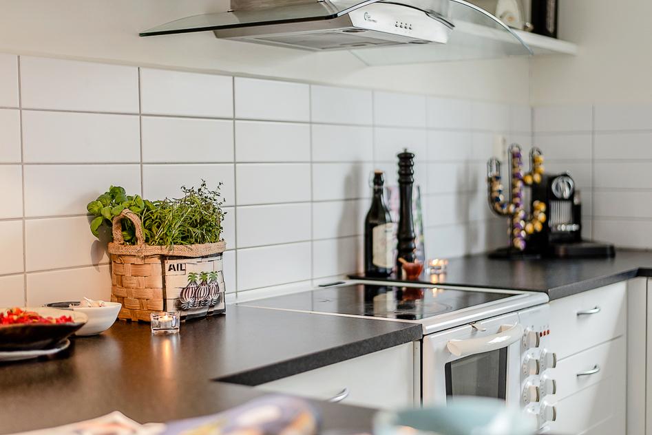 Stor arbetsbänk i köket