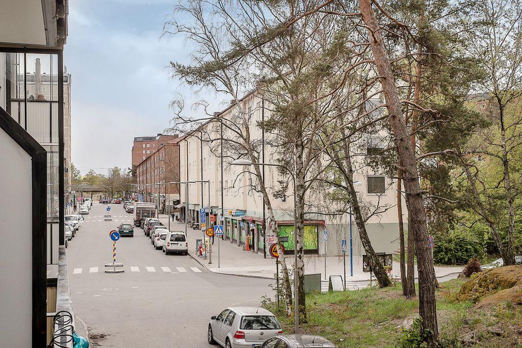 Utsikt från balkongen mot Västertorps centrum