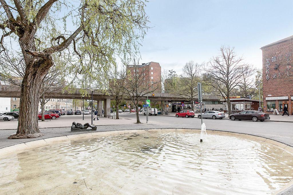 Centrum med fontän och tunnelbana