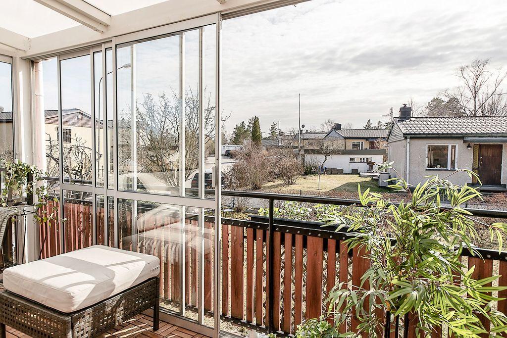 Skjutbara glasdörrar på terrassen