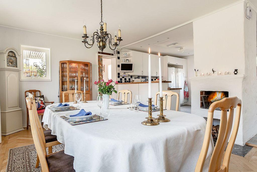 Matrum och kök i öppen planlösning