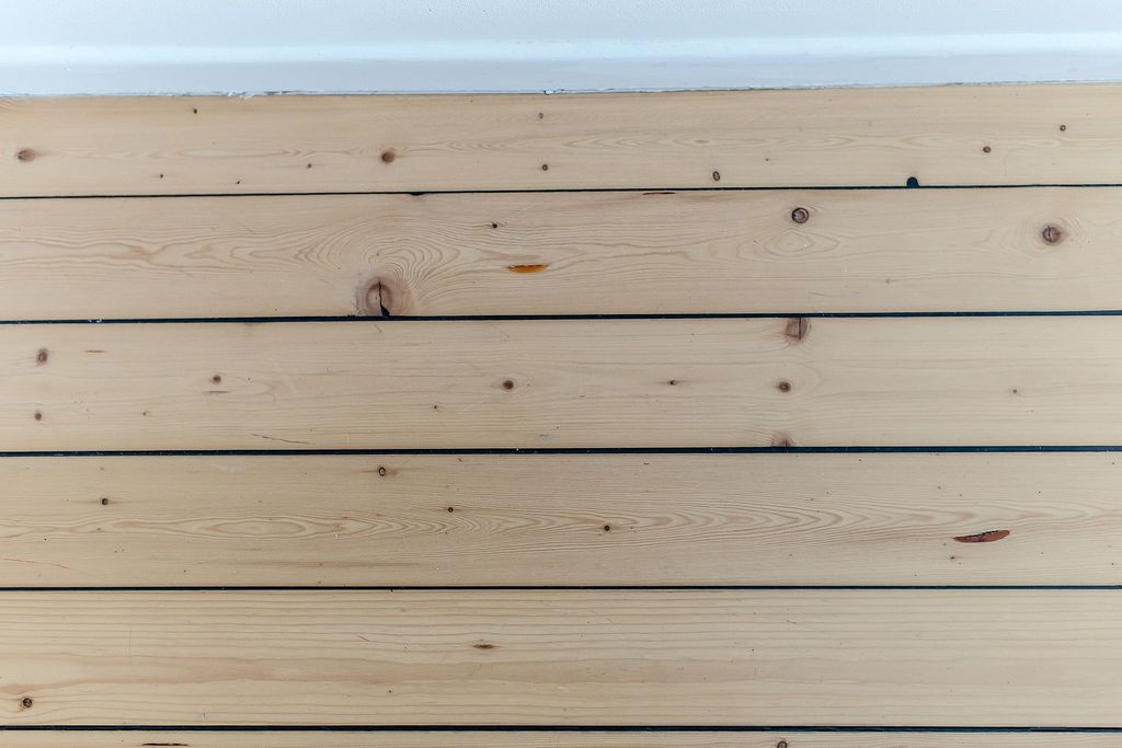 Plankgolv i sovrummet