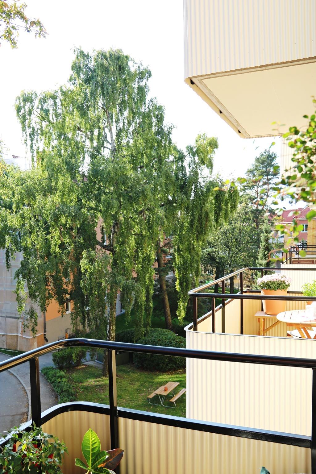 Utsikt åt höger från balkonen