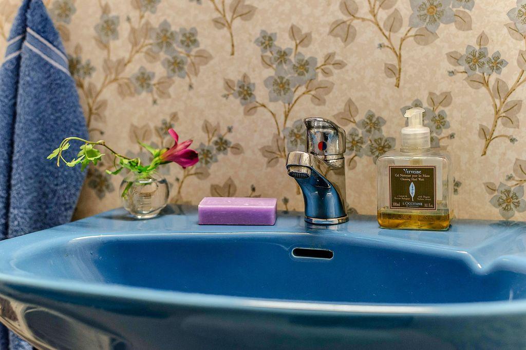 Detaljbild i det övre badrummet