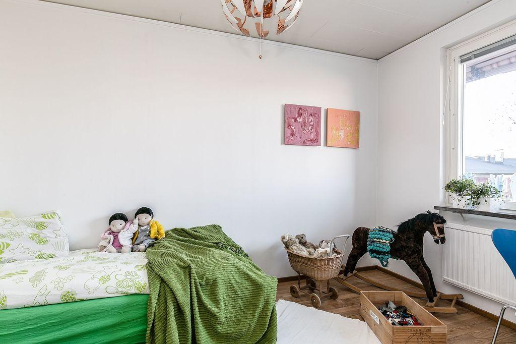 Sovrummet innanför entrén