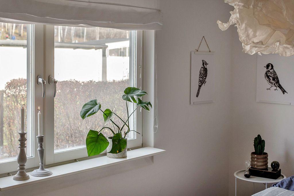 Stort fönster i sovrum 1