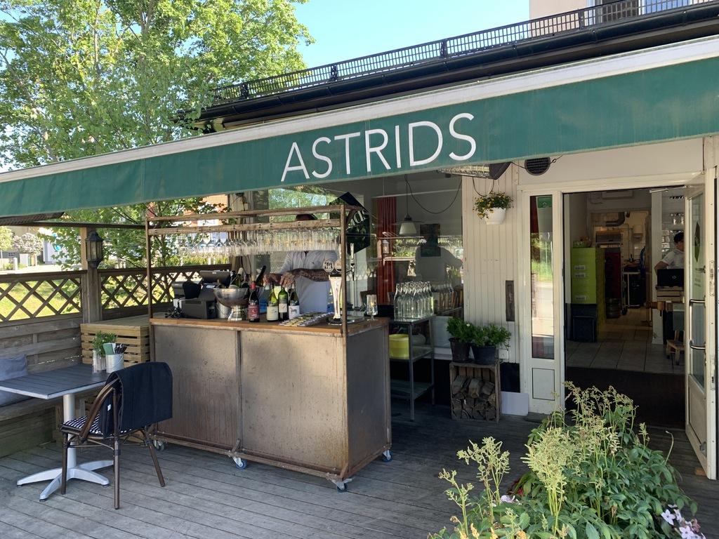 Astrids bar.jpg