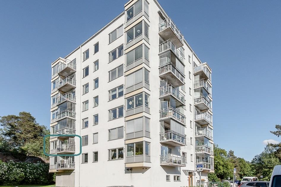 Fasad med lägenheten inringad