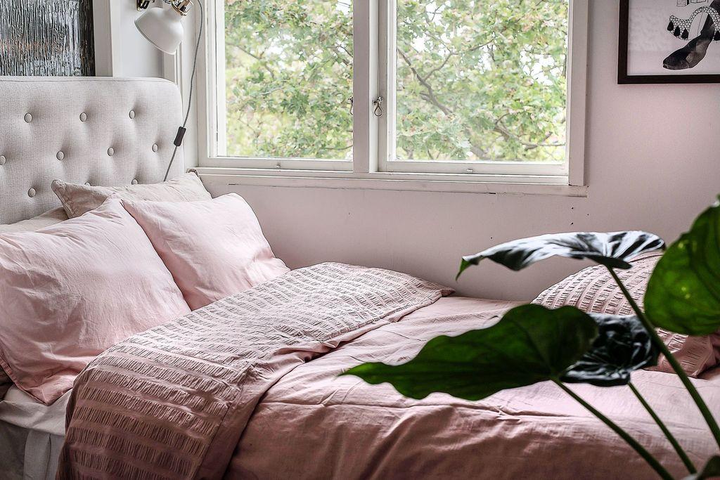 Närbild i det mindre sovrummet