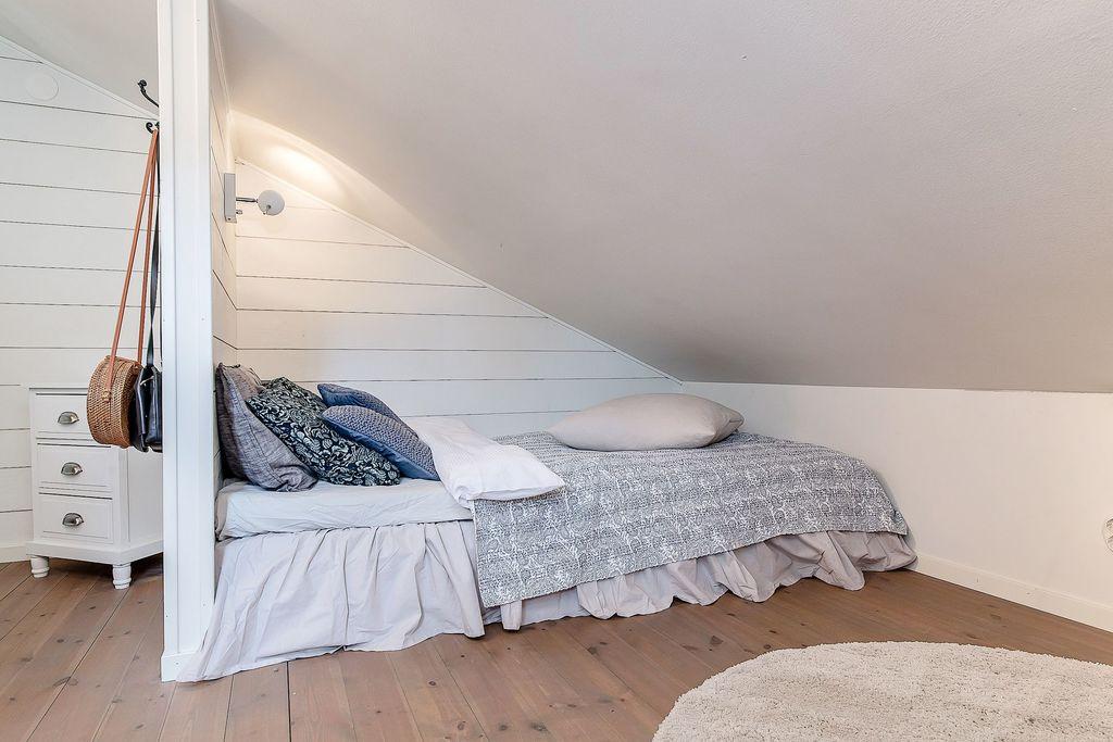 Andra rummet uppe med sänghörna