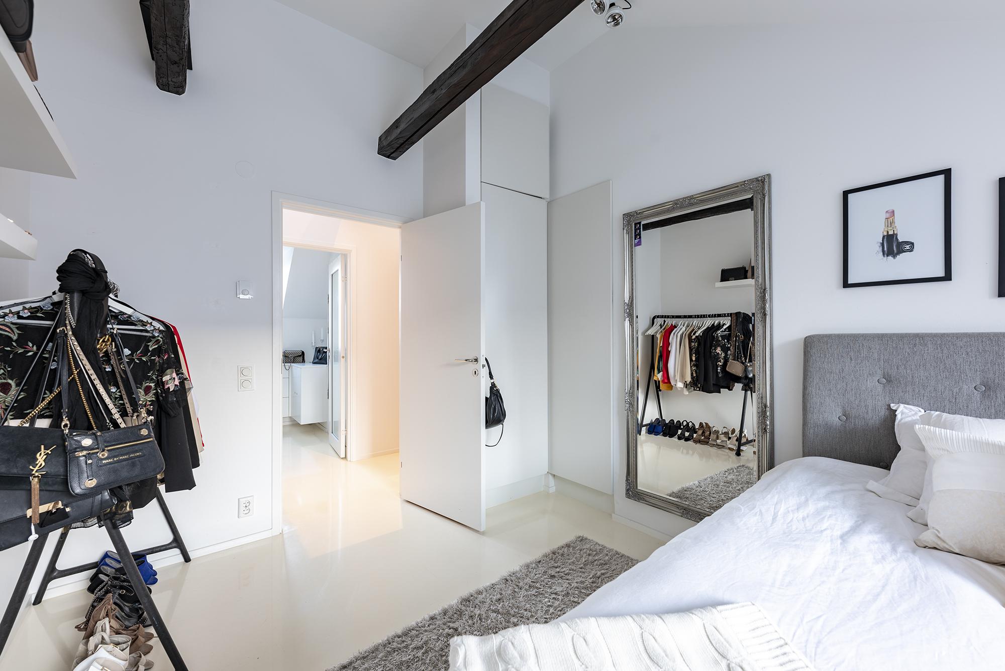 Stort luftigt sovrum