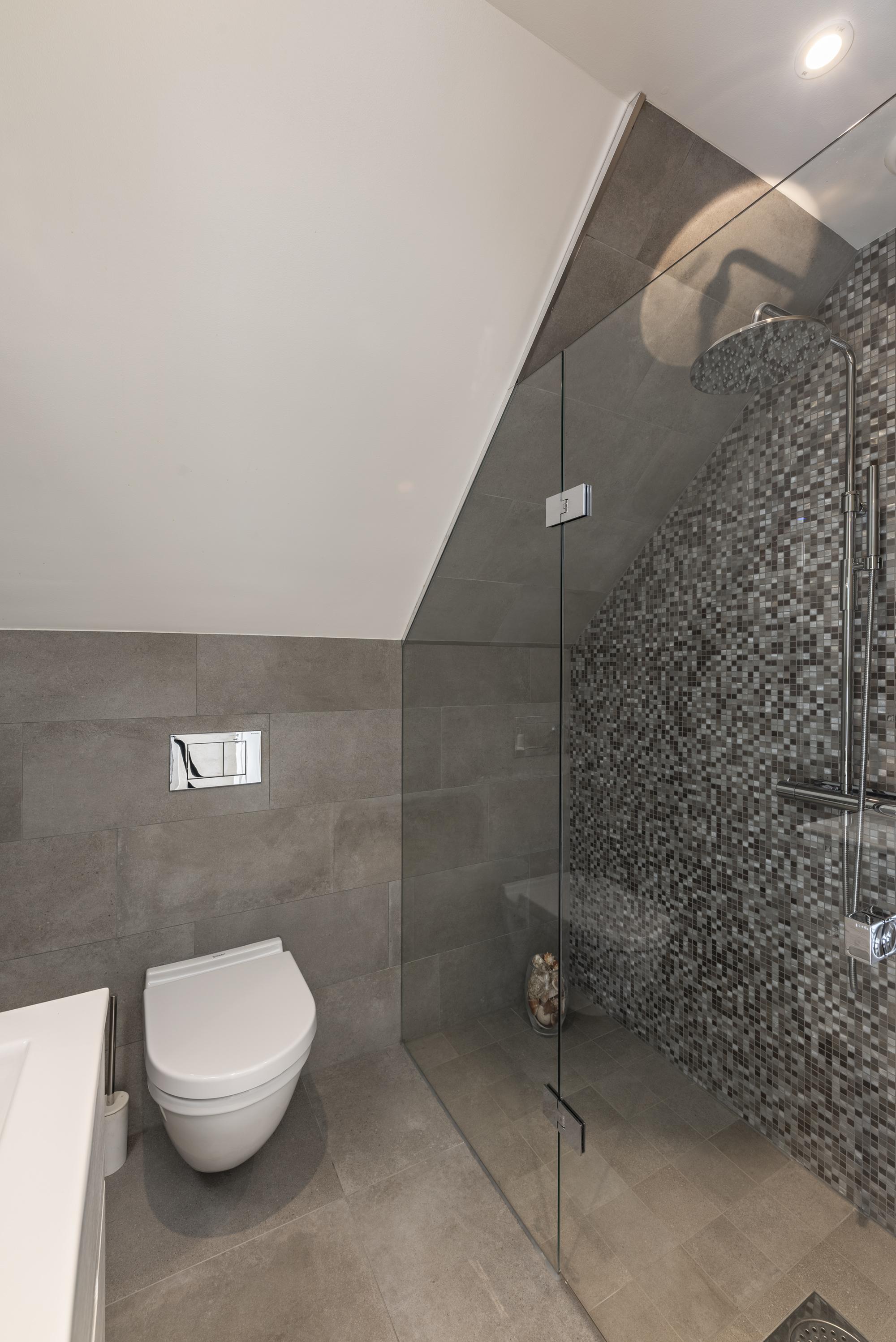 Ett av tre badrum