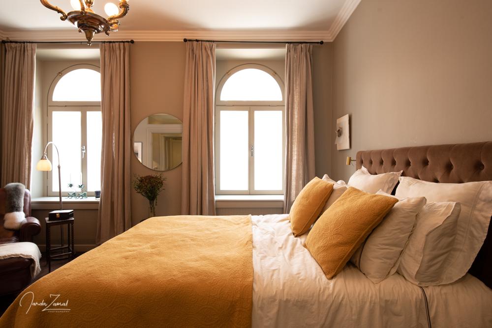 Bredden på sängen är idag 160 cm