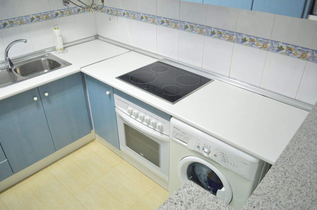 Kök med tvättmaskin