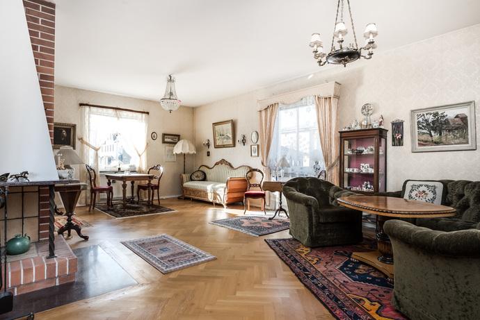 Stort vardagsrum med öppen planlösning