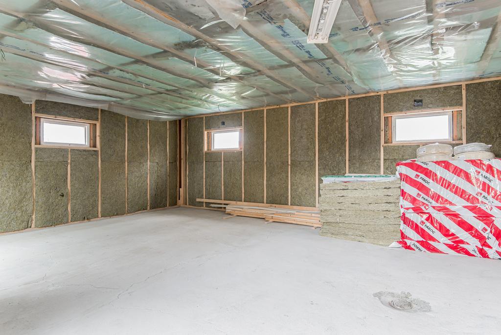 Garage/påbörjad gäststuga