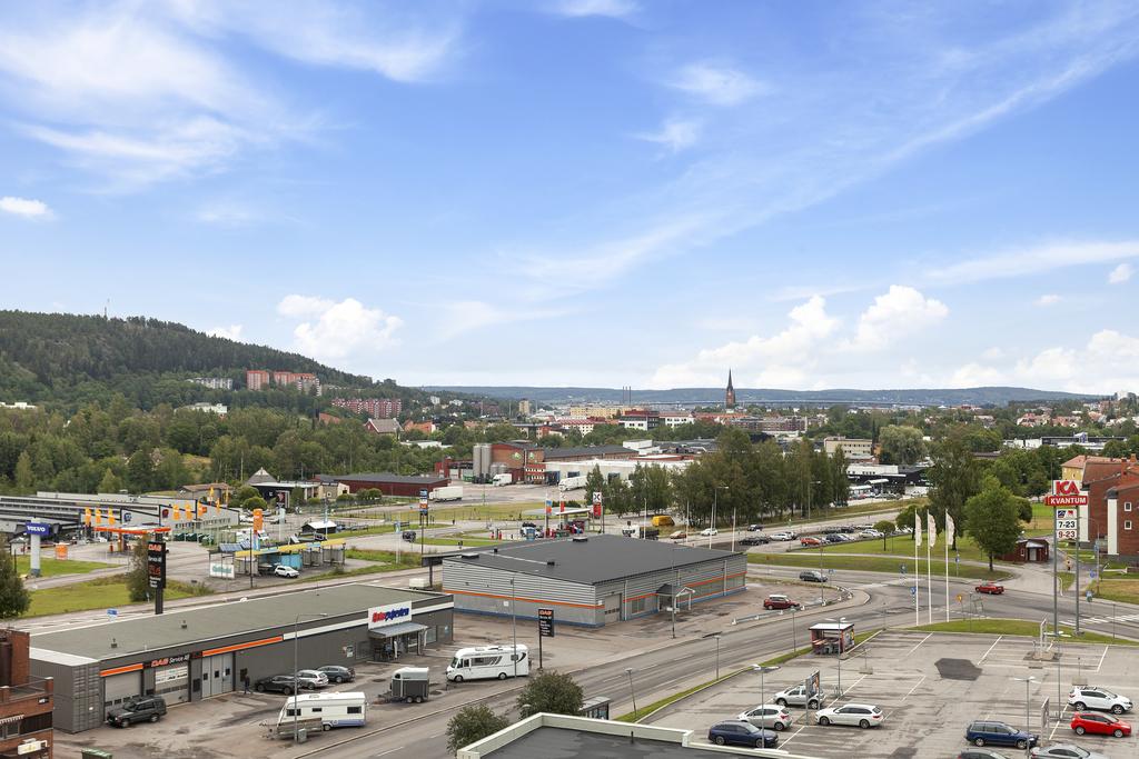 Utsikt från vardagsrum och sovrum/matplats