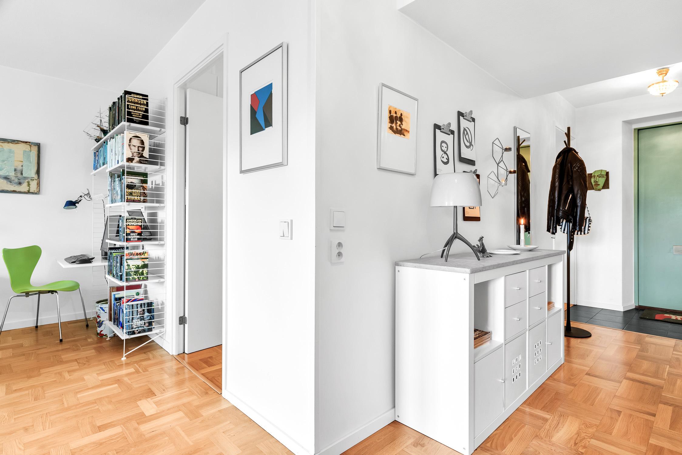 Hall och vardagsrum