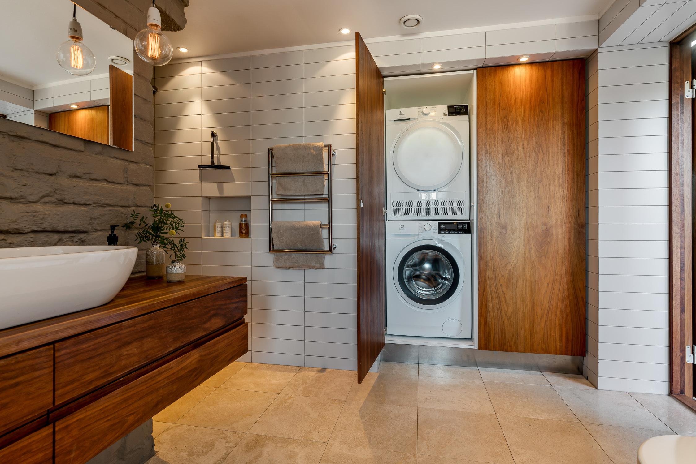 Väl dold tvättmaskin och torktumlare